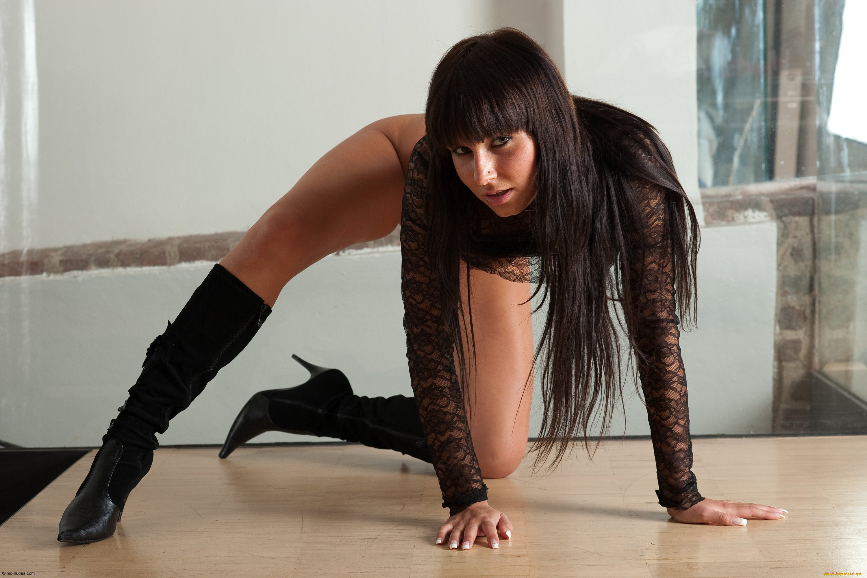 Секс с красивой женщиной в сапожках 20 фотография